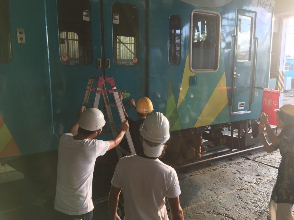 デザイン列車施工